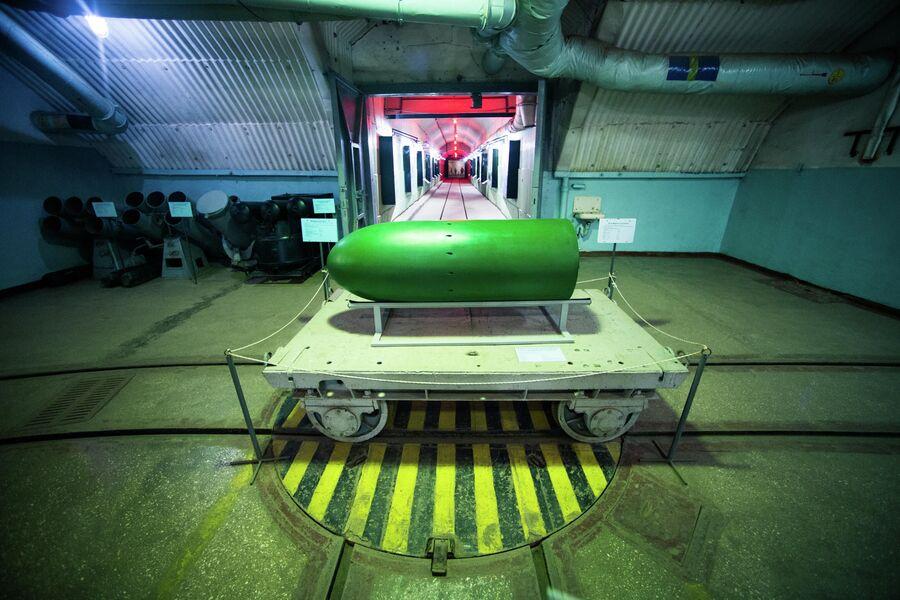 Макет ядерной боеголовки торпеды в зоне обслуживания, подземный объект 820 РТБ, Балаклава