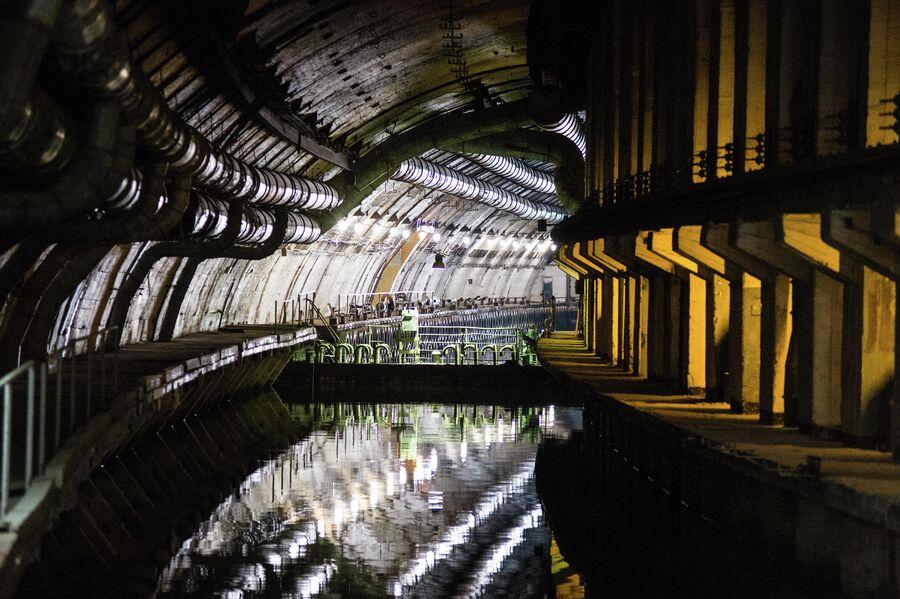Сохранившиеся коммуникации в подземном канале объекта 825 ГТС в Балаклаве