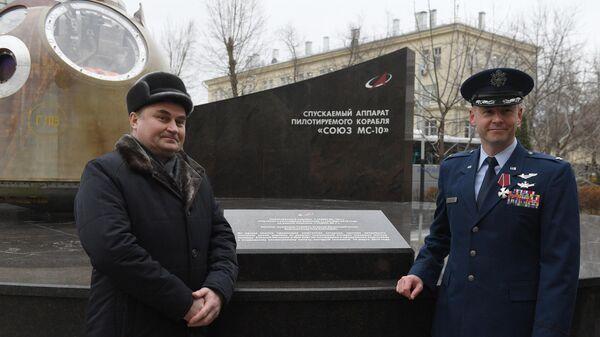 Открытие памятника  Союз МС-10