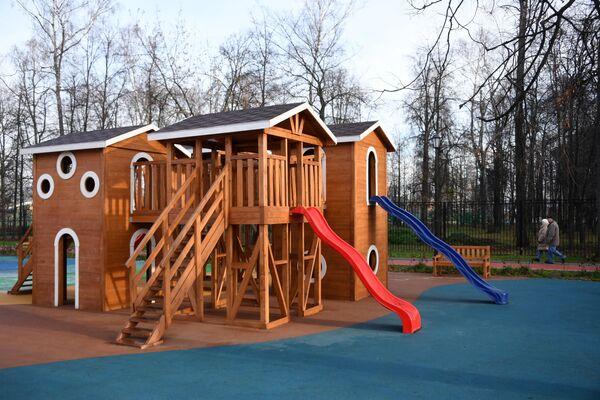 Детская игровая площадка на территории Черкизовского парка в Москве