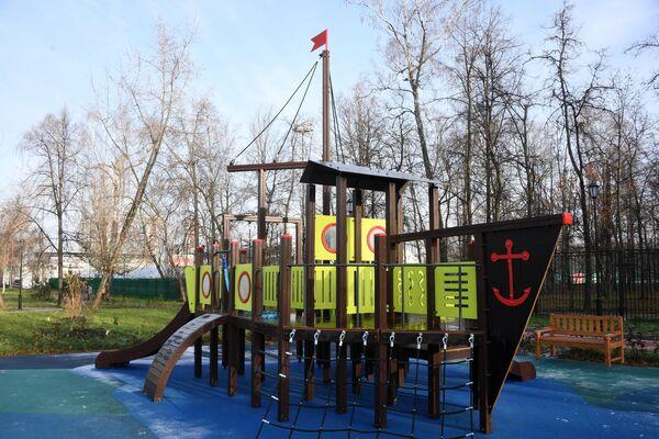 Игровая площадка на территории Детского Черкизовского парка в Москве