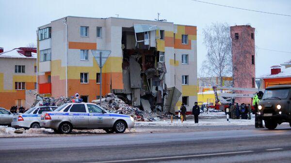 Разбор завалов на месте взрыва газа в Белгородской области