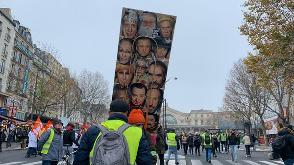 Во время демонстрации в Париже, Франция. 5 декабря 2019