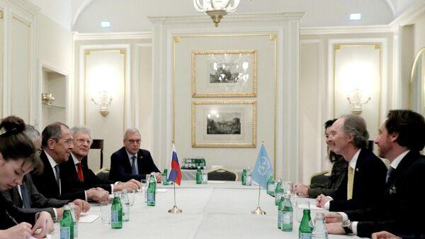 Министр иностранных дел РФ Сергей Лавров и специальный посланник генерального секретаря ООН по Сирии Гейр Педерсен во время встречи в Риме