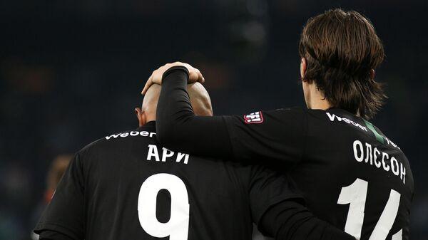 Игроки ФК Краснодар Ари (слева) и Кристофер Ольссон