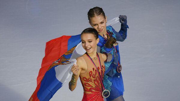 Анна Щербакова (слева) и Александра Трусова