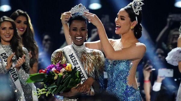Победительница конкурса красоты Мисс Вселенная - 2019, представительница ЮАР Зозибини Тунзи