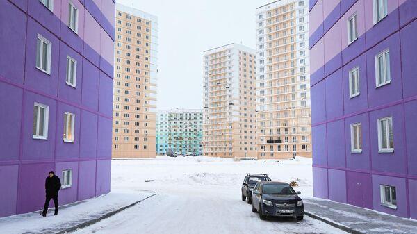 Многоэтажные панельные дома в строящемся жилом комплексе