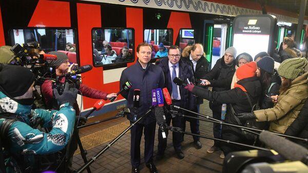 Заместитель мэра Москвы по вопросам транспорта Максим Ликсутов во время запуска обновленной билетной системы на станциях Московских центральных диаметров (МЦД). 9 декабря 2019