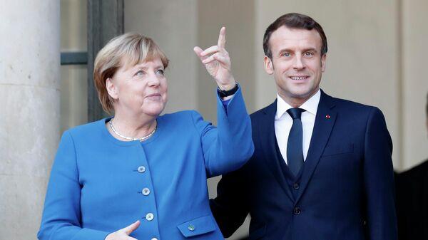 Президент Франции Эммануэль Макрон и канцлер Германии Ангела Меркель в Елисейском дворце в Париже