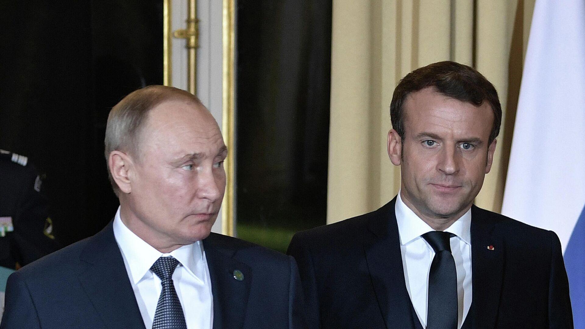 Президенты России и Франции Владимир Путин и Эммануэль Макрон - РИА Новости, 1920, 26.04.2021