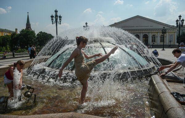 В Москве установилась жаркая погода