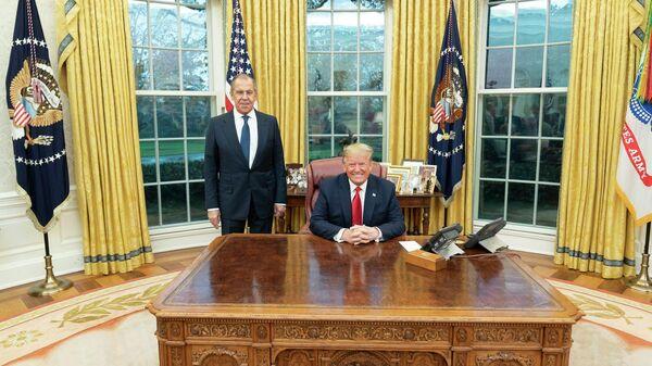 Министр иностранных дел РФ Сергей Лавров и президент США Дональд Трамп в Белом доме