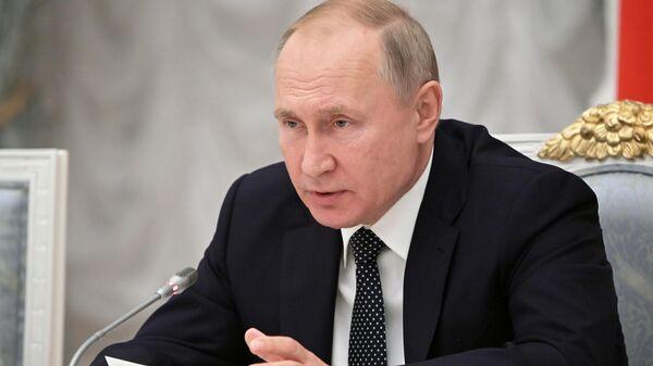 Президент РФ Владимир Путин проводит в Кремле 41-е заседание Российского организационного комитета Победа