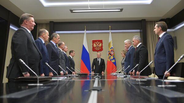 Президент РФ Владимир Путин на совещании с постоянными членами Совета безопасности РФ. 12 декабря 2019