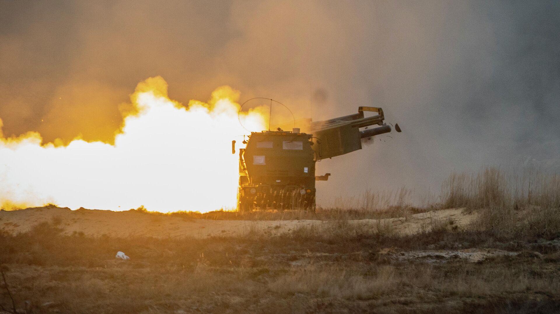Пуск ракеты из американской ракетно-артиллерийская система оперативно-тактического назначения  - РИА Новости, 1920, 25.01.2020