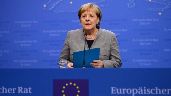 Федеральный канцлер ФРГ Ангела Меркель выступает на саммите глав государств и правительств Евросоюза в Брюсселе