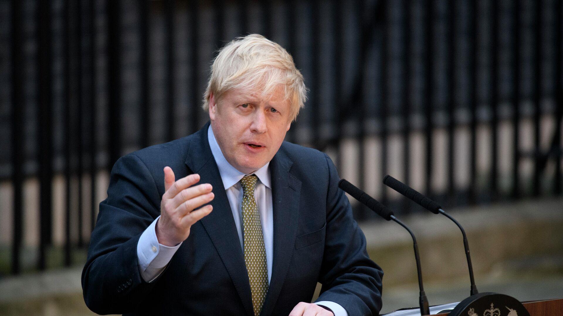 Премьер-министр Борис Джонсон выступает на Даунинг-стрит в Лондоне - РИА Новости, 1920, 21.12.2020