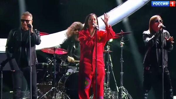 Выступление группы Куртки Кобейна на вручении музыкальной премии Виктория. Стоп-кадр видео