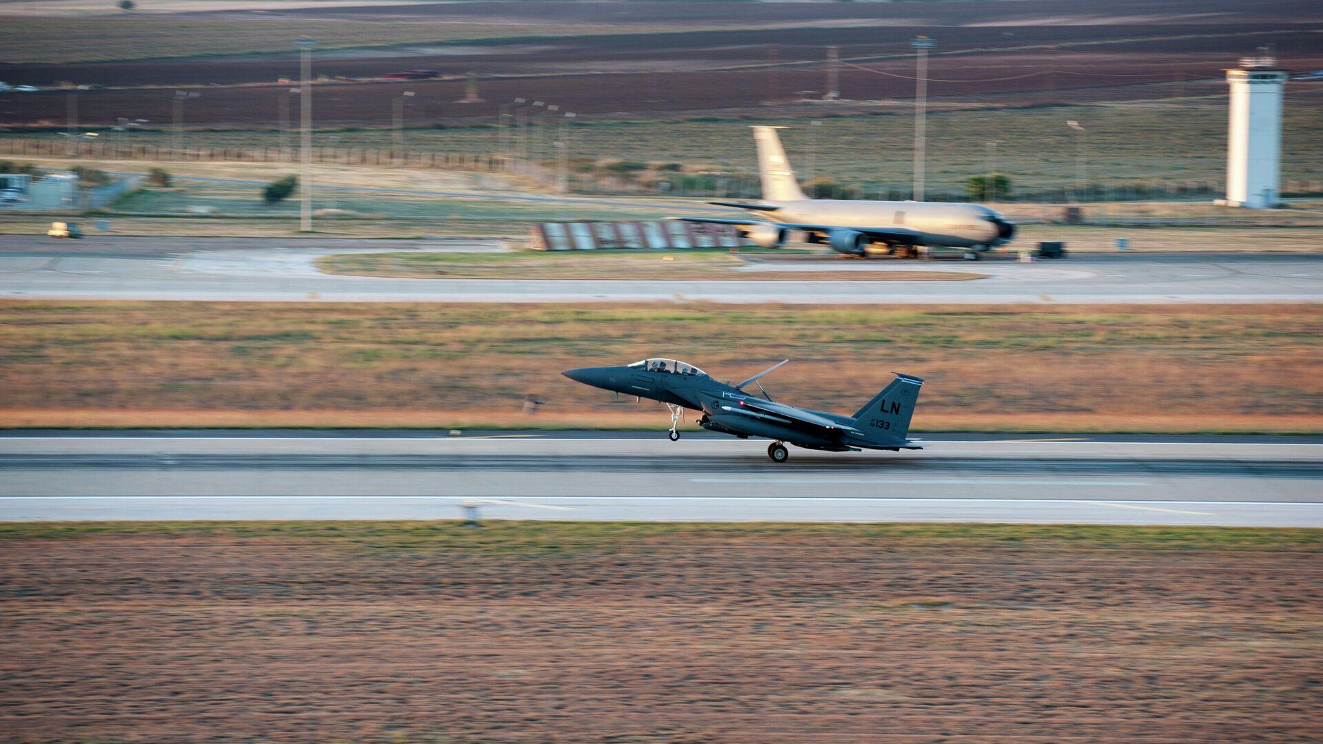 Истребитель ВВС США F-15E Strike Eagle на авиабазе Инджирлик, Турция - РИА Новости, 1920, 20.03.2021