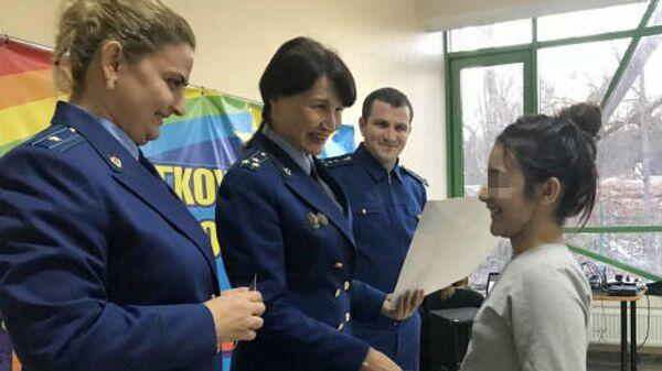 Экс-прокурор Затеречного района Владикавказа Ольга Швецова (по центру)