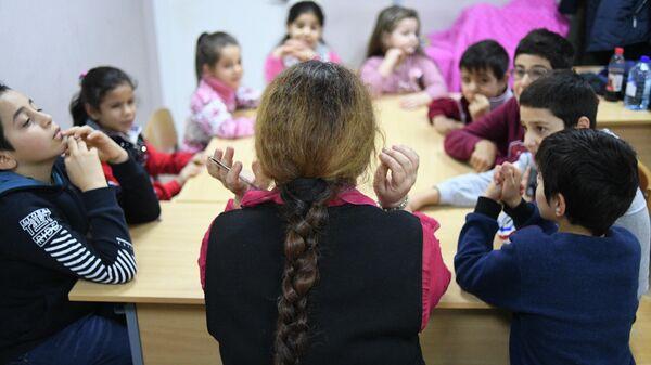 Урок арабского языка в интеграционном центре помощи сирийским беженцам в Ногинске