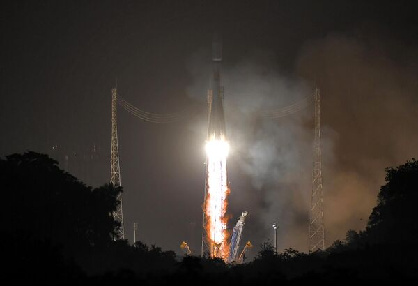Запуск ракеты-носителя Союз-СТ с космодрома Куру во Французской Гвиане