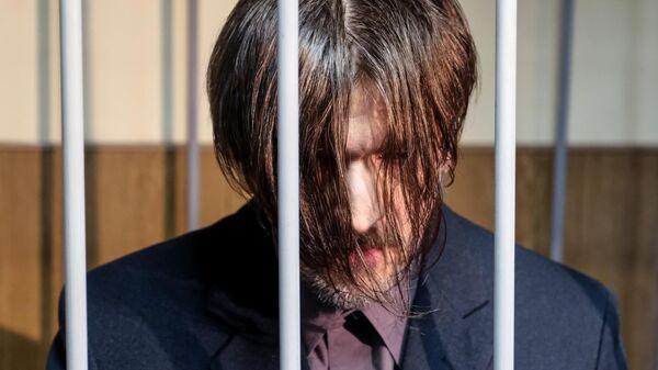 Подозреваемый в насилии над несовершеннолетней дочерью Андрей Бовт во время рассмотрения ходатайства следствия об аресте в зале заседаний Гатчинского городского суда