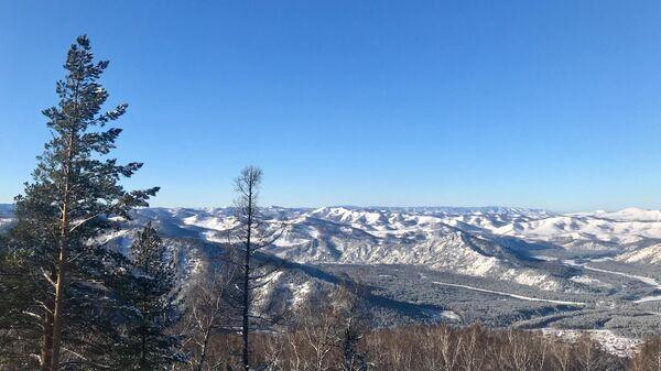 Вид с верхней станции канатной дороги на горе Малая Синюха