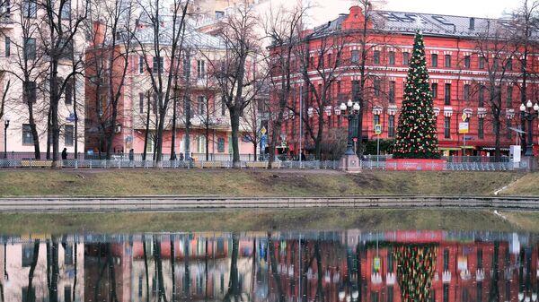 Новогодняя елка на Патриарших прудах в Москве