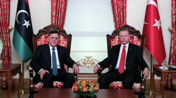 Премьер-министр Правительства национального согласия Ливии Фаиз Сарадж и президент Турции Реджеп Тайип Эрдоган