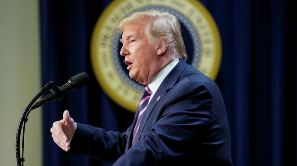 Президент США Дональд Трамп во время выступления в Белом доме