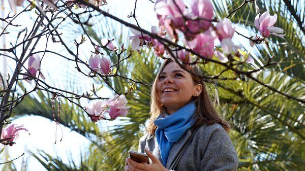 Девушка на улице в Сочи