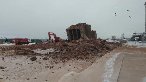 Обрушение четырехэтажного здания на комбикормовом заводе в Омске