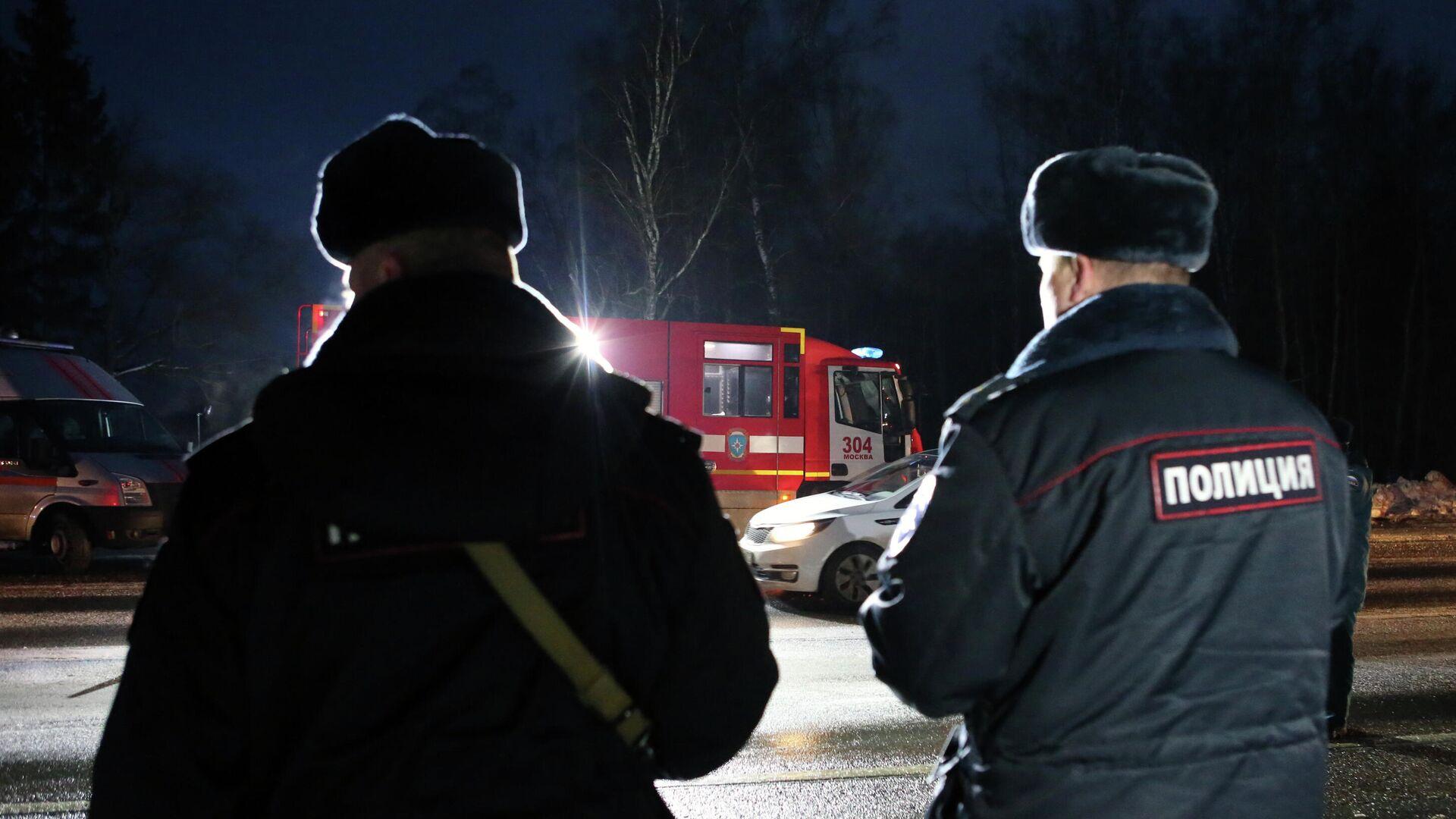 Сотрудники полиции и спасатели на месте ДТП - РИА Новости, 1920, 06.03.2020
