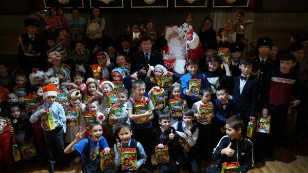 Якутские полицейские подарили волшебство детям из семей, находящихся в трудной жизненной ситуации