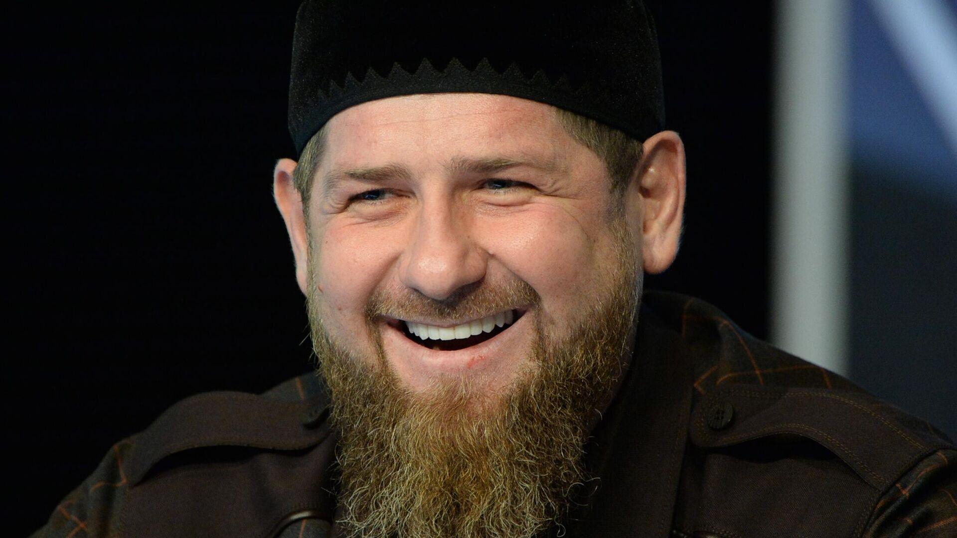Глава Чеченской Республики Рамзан Кадыров на пресс-конференции в студии телеканала Грозный - РИА Новости, 1920, 31.07.2020
