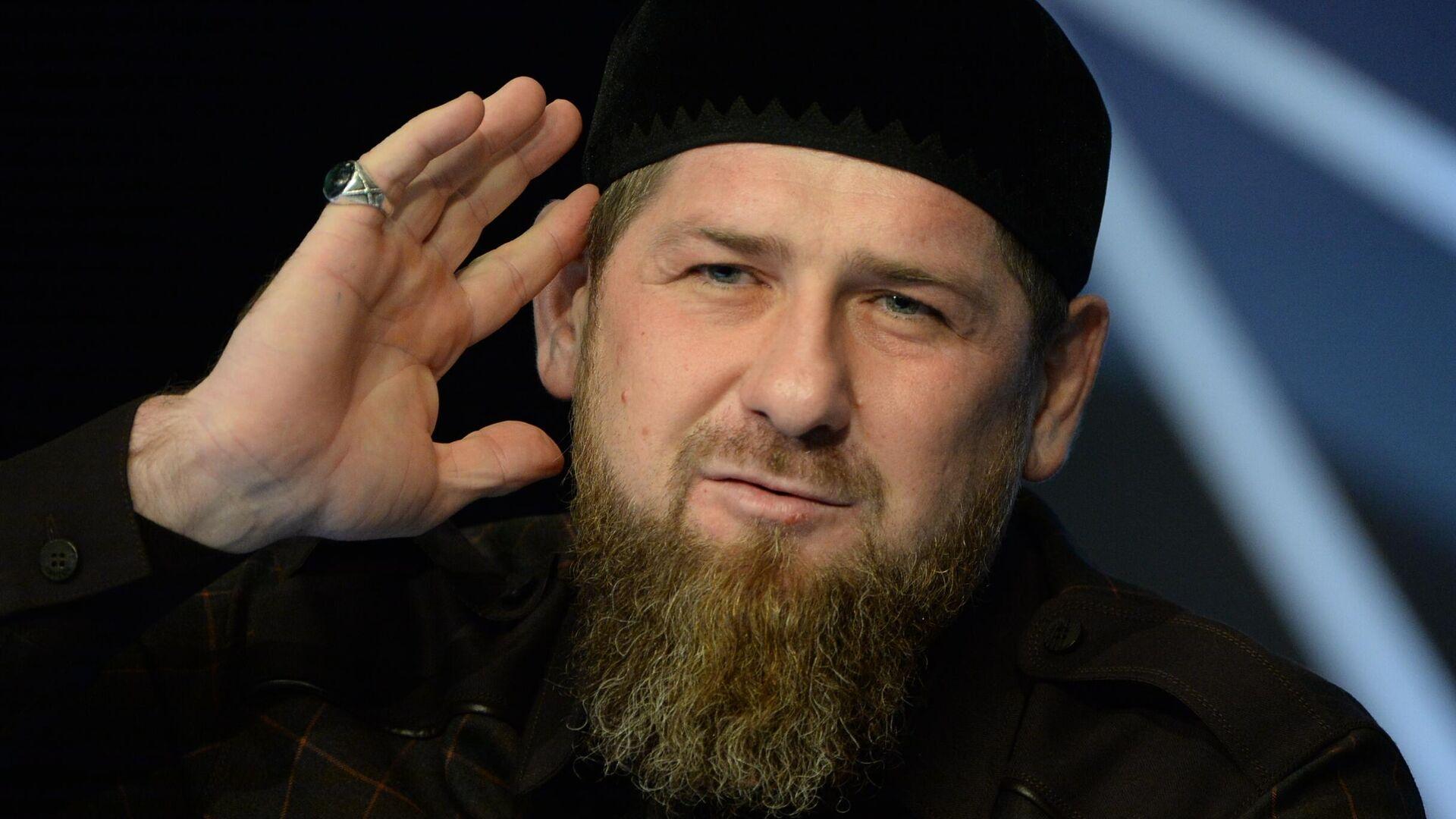 Глава Чеченской Республики Рамзан Кадыров на пресс-конференции в студии телеканала Грозный - РИА Новости, 1920, 22.02.2021