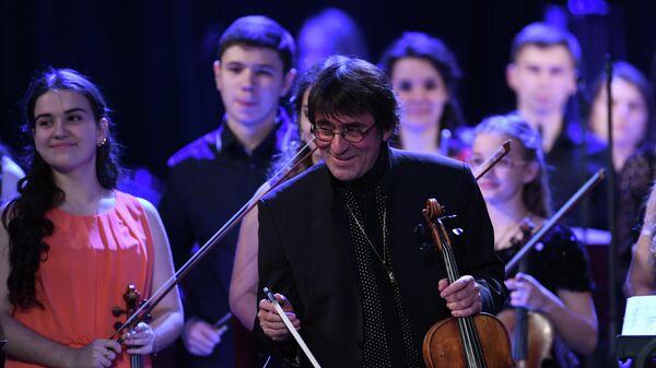 Художественный руководитель и главный дирижер Государственного симфонического оркестра Новая Россия Юрий Башмет на гала-концерте закрытия 10-го зимнего международного фестиваля искусств