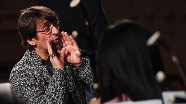 Дирижер Юрий Башмет на репетиции Гонконгского оркестра китайских национальных инструментов на X Зимнем международном фестивале искусств в Сочи