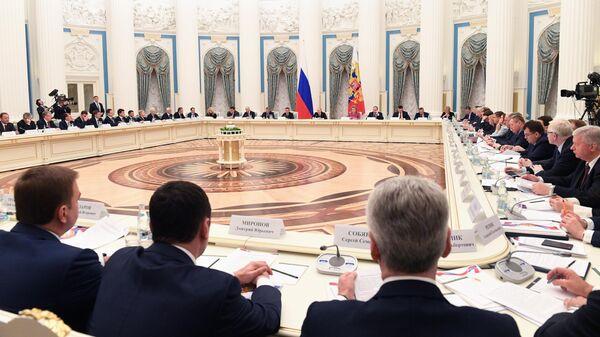 Президент РФ Владимир Путин на заседании президиума Совета при президенте РФ по стратегическому развитию и национальным проектам