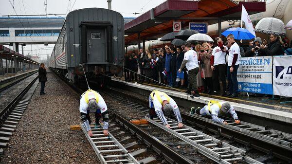 Попытка установить Рекорд России по буксировке железнодорожного состава в честь открытия железнодорожного сообщения по Крымскому мосту на вокзале в Симферополе. 26 декабря 2019