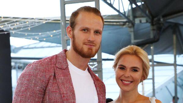Певица Пелагея и хоккеист Иван Телегин на вечеринке журнала Glamour