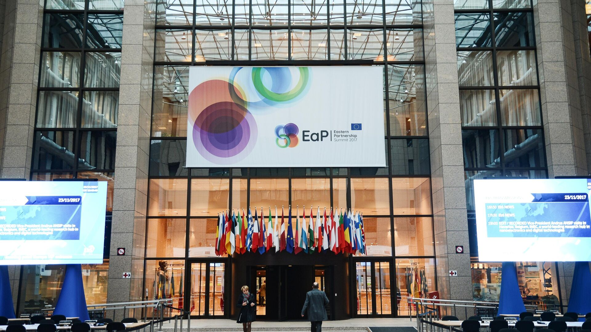 Вход в здание Европейского совета в Брюсселе  - РИА Новости, 1920, 19.04.2021