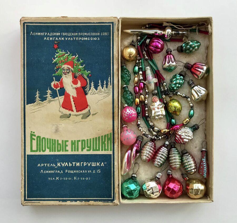 Игрушки к елке-малышке. Цена такого комплекта — десять тысяч рублей