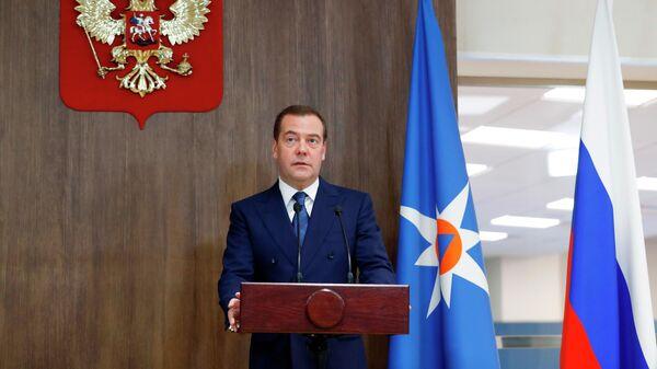 Председатель правительства РФ Дмитрий Медведев на церемонии вручения государственных наград сотрудникам МЧС