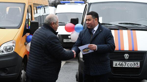 Игорь Руденя вручил представителям муниципалитетов и руководителям учреждений Тверской области ключи от нового автотранспорта