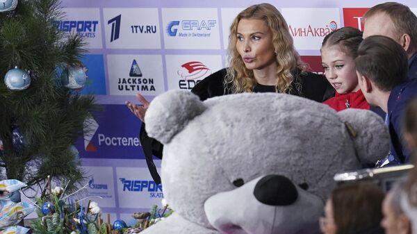 Фигуристка Александра Трусова и ее тренер Этери Тутберидзе