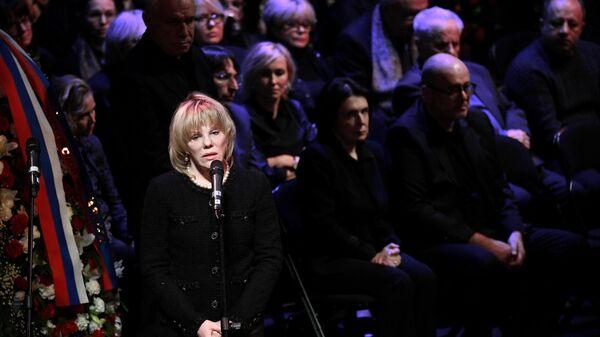 Актриса Александра Захарова на церемонии прощания с художественным руководителем Московского театра Современник Галиной Волчек