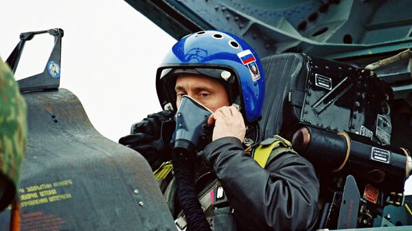 Фотография Владимира Путина на боевом истребителе Су-27, опубликованная на сайте 20.kremlin.ru